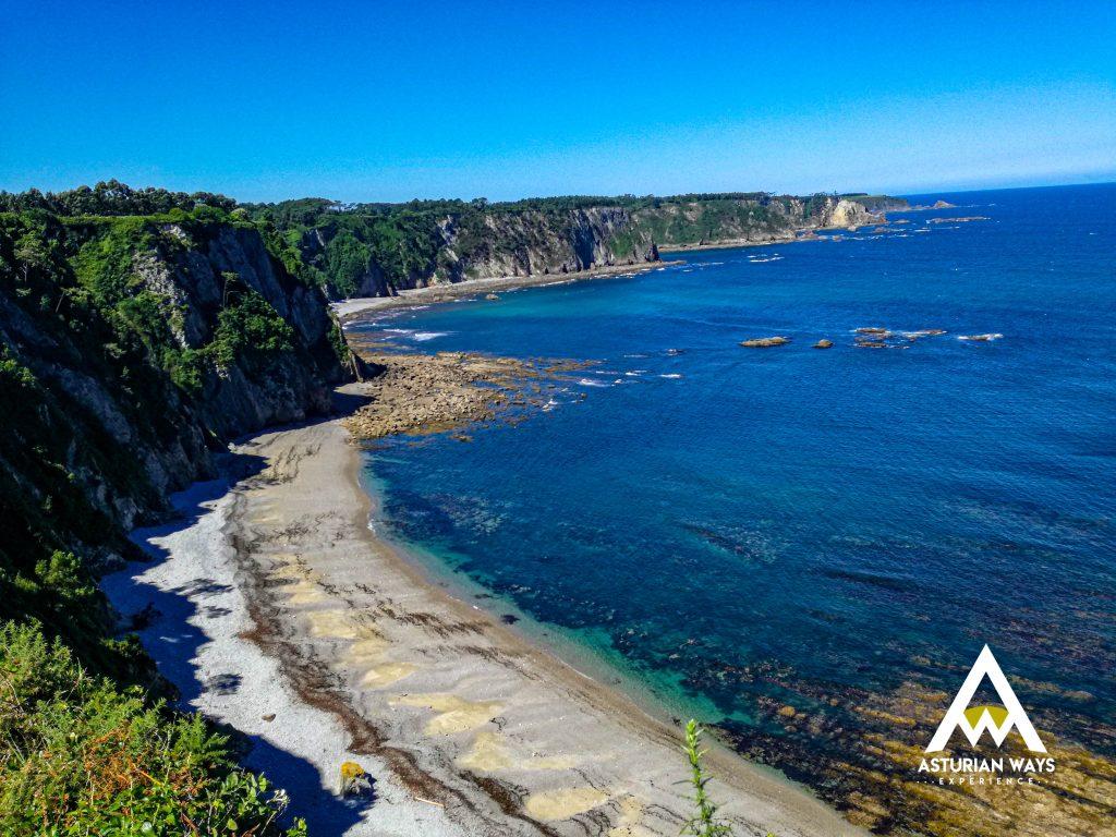 Playa en ruta de Navia